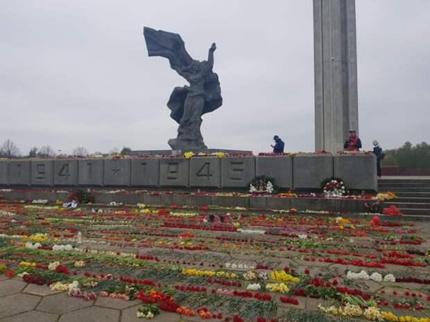 Латышских националистов возмущают мечты соотечественников о возрождении СССР