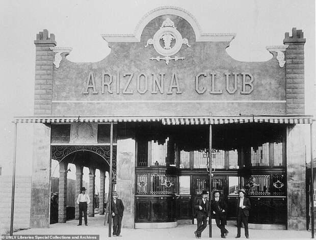 2. Бар Arizona Club / Парковка казино-отеля Binion's