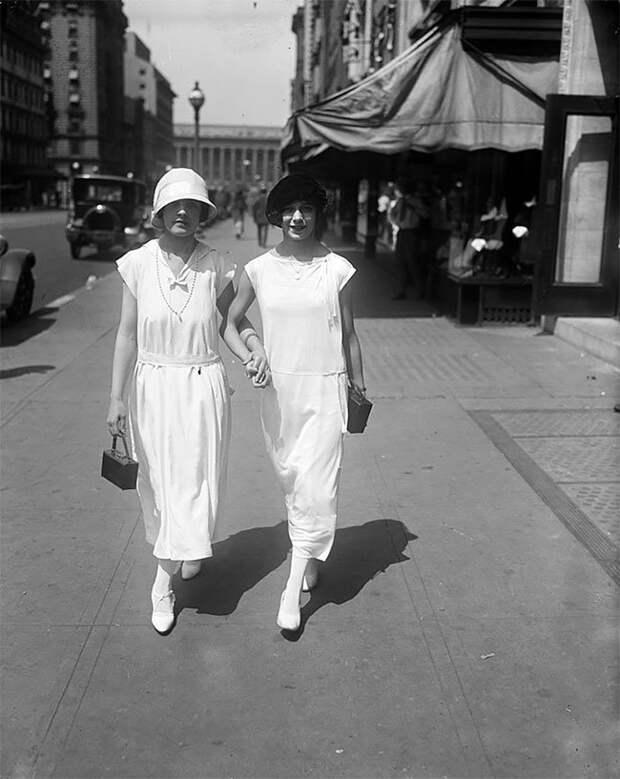 На улице Вашингтона, 1924 год Стиль, винтаж, двадцатые, женщина, мода, прошлое, улица, фотография