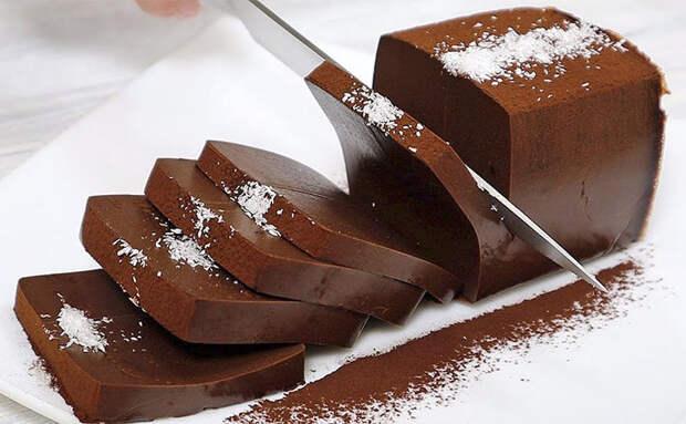 Варим шоколад в молоке, замораживаем и десерт из кондитерской готов