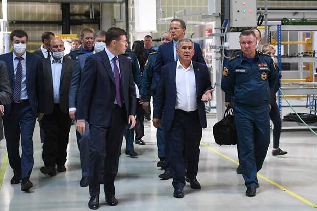 Рустам Минниханов форсировал подготовку к контракту на Ми-38, а детали обсудили в сентябре 2020 года во время визита на завод министра по делам ГО и МЧС Евгения Зиничева