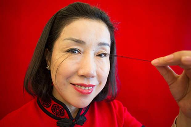 Хлопай ресницами и влетай в Книгу рекордов Гиннесса: жительнице Китая это удалось