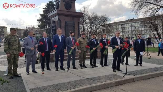 Глава ДНР Захарченко посетил Крым в годовщину референдума о присоединении к России 6