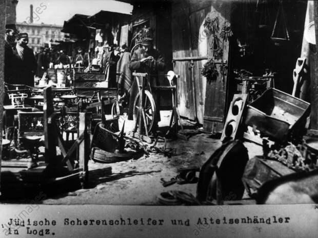 Jьdische Scherenschleifer Lodz / 1915 - Jewish knife grinder in Lodz / 1915 -