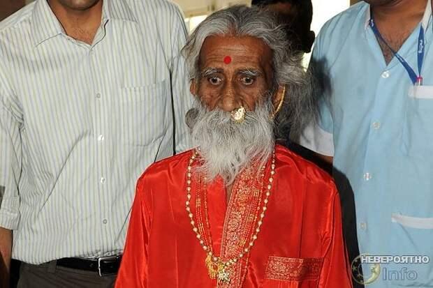 Индийский йог, который не пил и не ел 70 лет, умер от старости