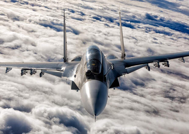 Экипажи Су-30СМ и Су-24М Балтийского флота приступили к тренировкам  по дозаправке самолетов в воздухе над Калининградской областью