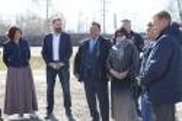 Сельхозпредприятие и строящиеся КОС посетили депутаты в Эхирит-Булагатском районе