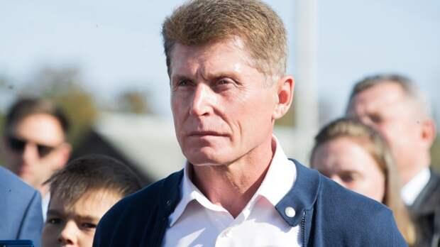 На параде во Владивостоке журналистка прервала ветерана из-за появления губернатора