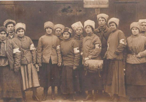 В 1918 году совнарком РСФСР издал декрет, которым Советскому Красному Кресту были присвоены юридические права общественной организации. Начали открываться школы для медсестер интересное, история, медсестры, подвиг, факты