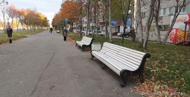 Мэрия Петропавловска к зиме очистит город от скамеек и урн