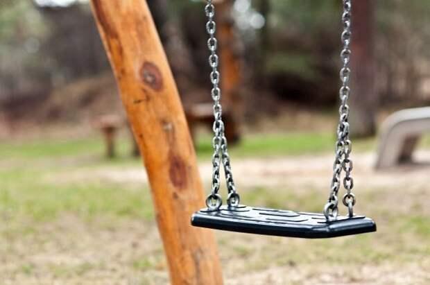 Петербуржец избил подростка-гимназиста на детской площадке