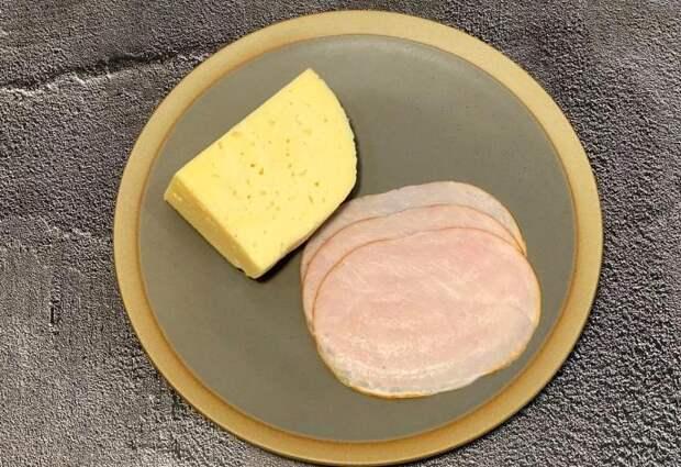 «Стыдно хорошей хозяйке колбасу и сыр гостям на стол ставить». А вот как я подаю и мне не стыдно