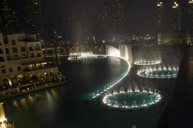 Музыкальный фонтан в Дубае (14 фото)