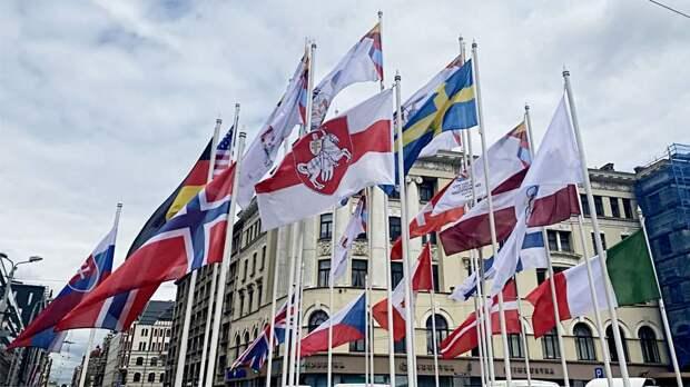 В Федерации хоккея Белоруссии отреагировали на замену флага страны на бело-красно-белый властями Риги на ЧМ-2021