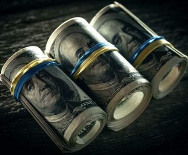 Доллар в сжимающихся тисках