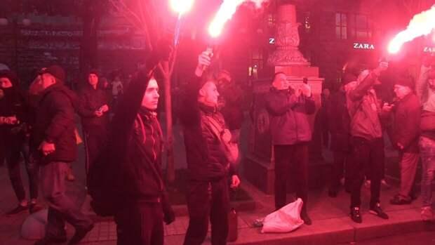 Политолог Шаповалов: восхваляющий нацистов Киев перешел красную черту