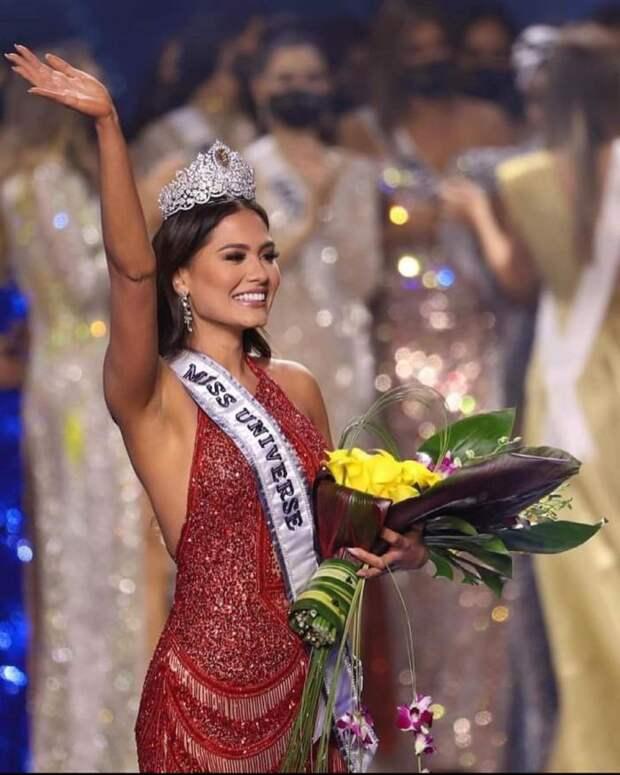 """""""Мисс Вселенная — 2021"""" стала программистка из Мексики"""