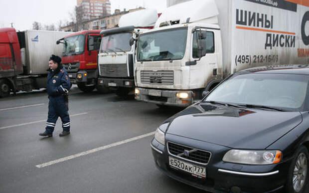 C 2021 года грузовикам запретят ездить по МКАД