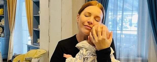 Наталья Подольская показала лицо младшего сына