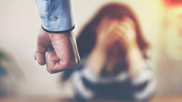 Закон о семейном насилии обещает полицейские палки и «письма несчастья»