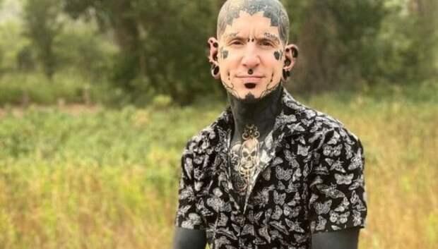 Татуированный с головы до ног канадец похвастал «обновлением» в соцсетях