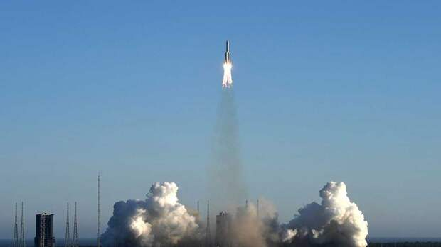 Траекторию бесконтрольно падающей ступени китайской ракеты уточнили в Роскосмосе