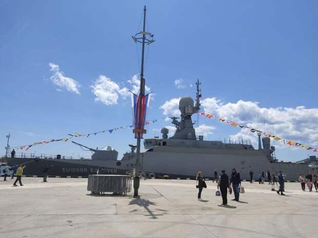 У берегов Ялты пришвартовался боевой корабль «Вышний Волочёк»