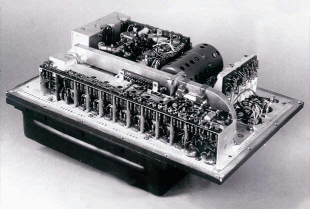 Бортовые приборы системы радиоуправления: следящая антенна