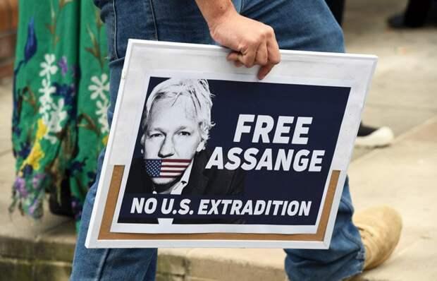 Хакеры Anonymous угрожают властям Великобритании после ареста Ассанжа
