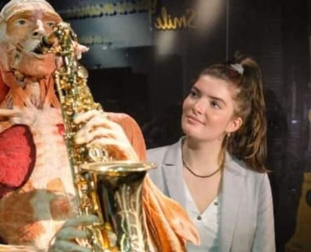 ВДНХ объяснило невозможность закрыть выставку человеческих трупов
