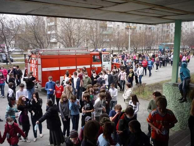 Плановая эвакуация в школах Ижевска и иностранные лекарства для детей России: что произошло минувшей ночью