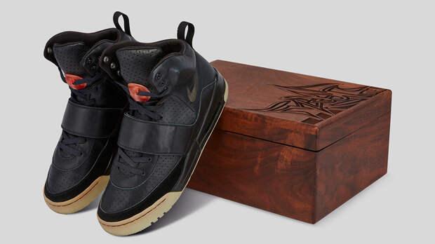 Кроссовки Канье Уэста продадут за миллион долларов. Это рекорд!