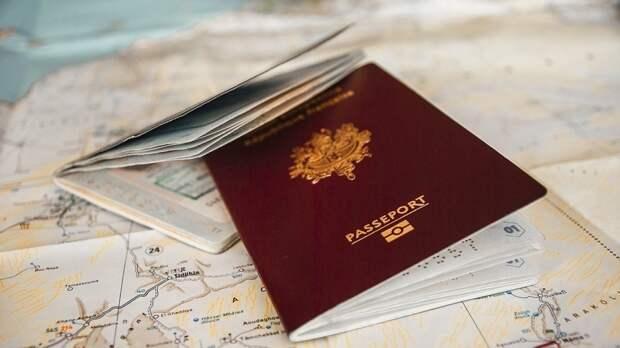 Въезжающим в РФ иностранным туристам могут упростить получение визы