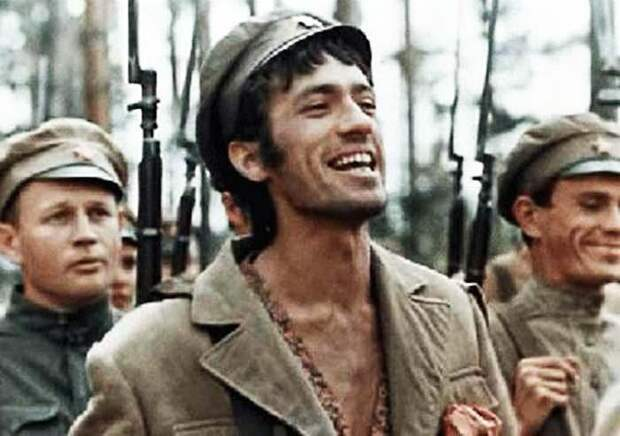 Первый муж актрисы Александр Хочинский. Кадр из фильма «Бумбараш»
