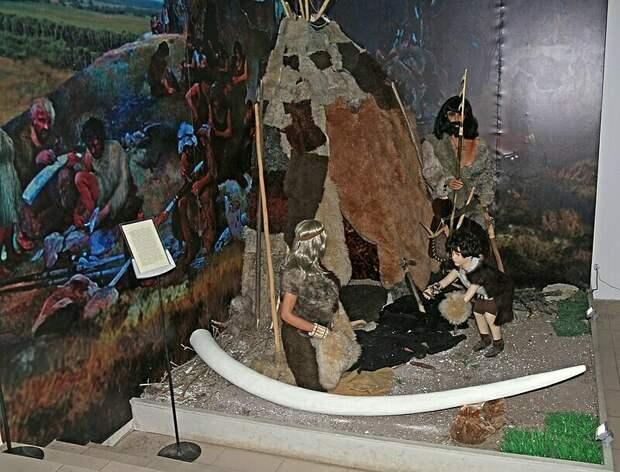 Реконструкция Костенковских стоянок: здесь жили люди примерно 20 тысяч лет назад. На этой территории было найдено несколько «Венер»