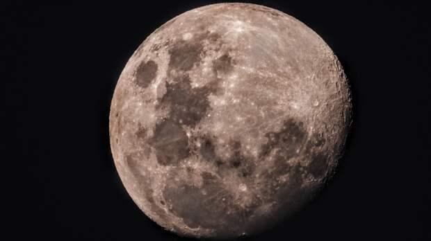 Ученые нашли возможную причину обрушения кратера на обратной стороне луны