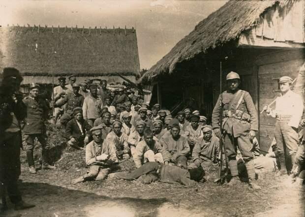 Красноармейцы в польском концлагере