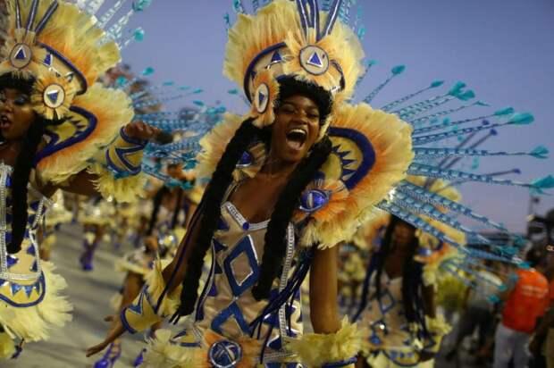 10 невероятных фото бразильского карнавала, который посетило 5 млн человек