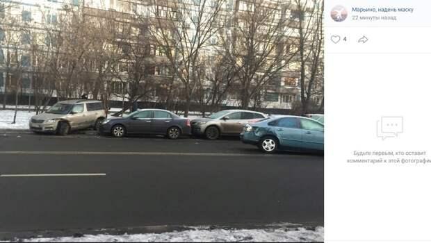 На Батайском проезде иномарка протаранила три автомобиля