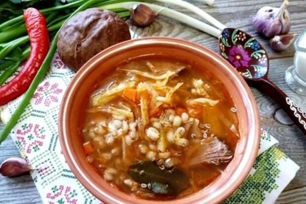 Фото к рецепту: Щи с перловкой и двумя видами капусты #литкухня #кулинар