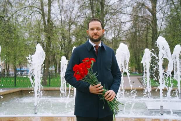 Российский ученый Мажуга поздравил с Днем Победы легендарного летчика Киртока