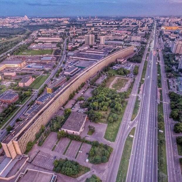 """Как строили """"Лежачий небоскрёб"""" в Москве?"""