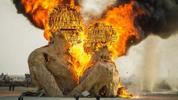 Burning Man Festival  - такая свадьба запомнится на долго.