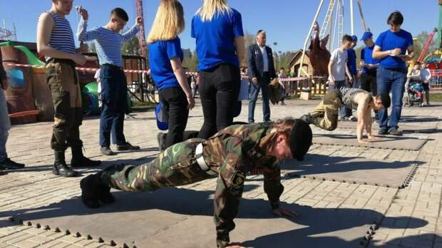 Неожиданный парад и фейерверк-сюрприз. Как прошел День Победы в Барнауле в мае-2021