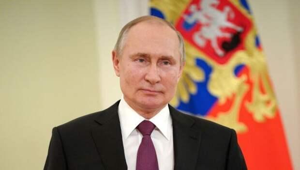 Путин поздравил сограждан с Днем России