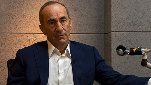 Экс-президент Армении возвращается вЕреван для встречи сроссийским послом