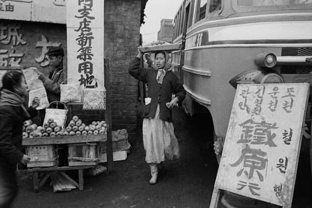 Выставка исторических фотографий: Сеул приходит в себя после Корейской войны