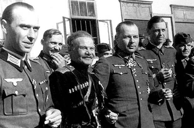 Казачий генерал Андрей Шкуро и Гельмут фон Паннвиц.