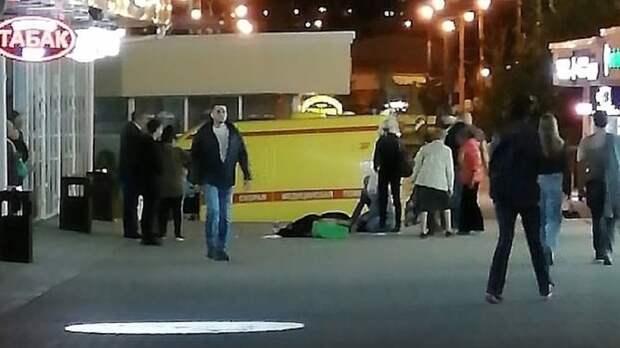 Мать внезапно умерла наглазах усына вовремя прогулки вцентре Ростова