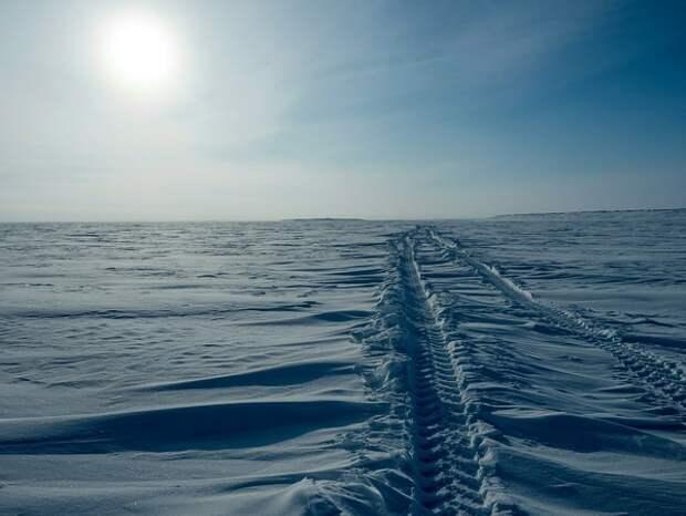 """Антарктида потеряла """"Питер"""": набирает просмотры видео с гигантской трещиной в вечных снегах"""